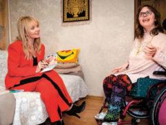 Валерия морально поддержала неизлечимо больную девочку, подарив ей свой диск и янтарные бусы