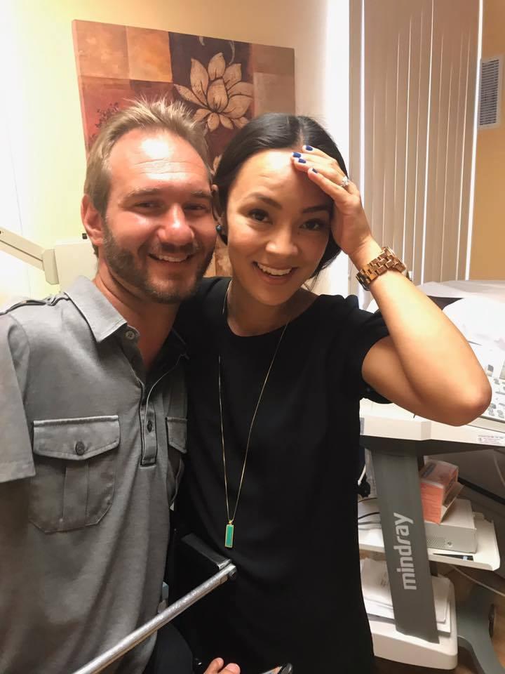 Радость в квадрате: супруга Ника Вуйчича, родившегося без рук и ног, подарила ему двойню