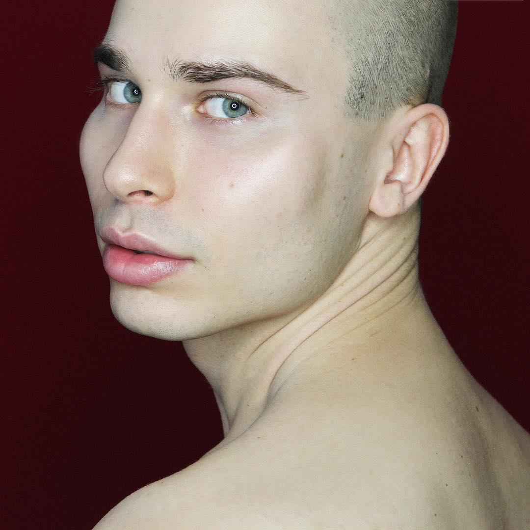 """Результат пошуку зображень за запитом """"Молодой британский визажист Эллиот Джозеф Ренц"""""""
