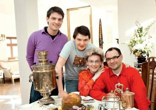 Почему 56-летняя Елена Малышева перестала выходить в свет с мужем и подросшими сыновьями