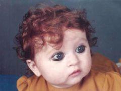 Родившаяся в индийской семье девочка, больше похожая на русскую, устала от постоянных издевательств