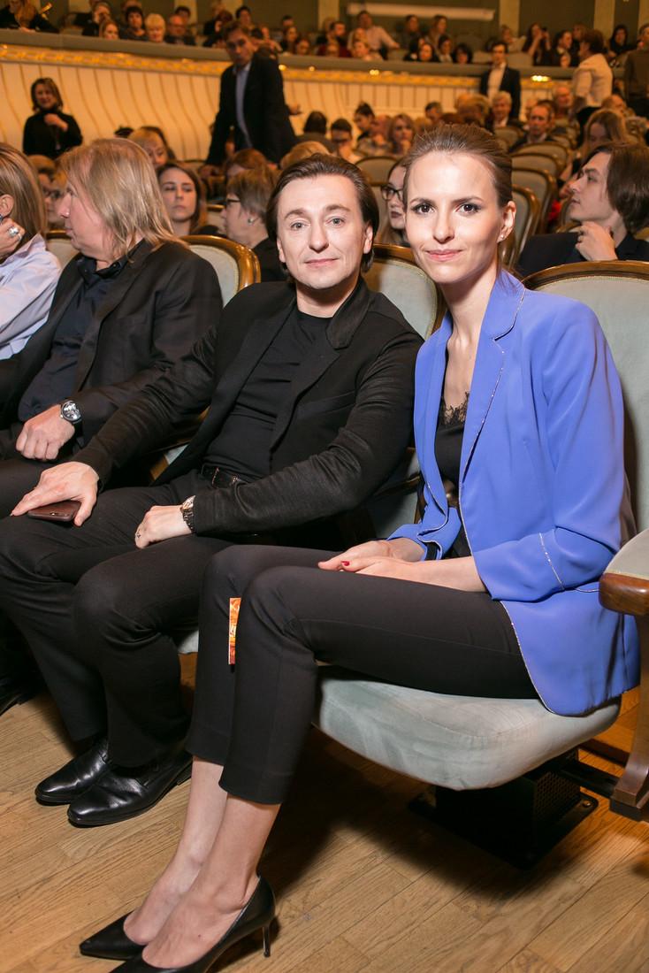 Ирина Безрукова в сверкающем костюме встретилась на мероприятии с бывшим мужем и его супругой