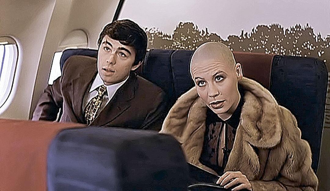 Счастливая женщина и мама: как выглядит сейчас знаменитая «лысая» Мэрилин из фильма «Брат 2»