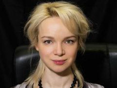 Заметно похорошевшая Цымбалюк-Романовская прошла обряд крещения только ради Джигарханяна