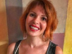 Эпатажная Наталья Штурм удивила публику, покрасив волосы в насыщенный розовый цвет