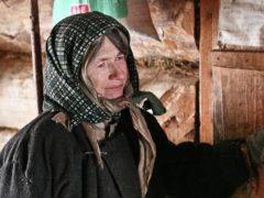 """Последняя из """"робинзонов"""": как 73-летняя старушка живет одна в глухом лесу уже более 30 лет"""