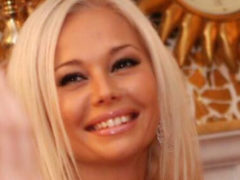 Заметно похорошевшая Елена Корикова показала, как проводит отпуск с молодым спортсменом
