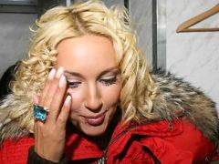 Неестественно гладкое лицо омолодившейся Леры Кудрявцевой вызвало жаркие споры у поклонников