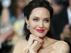 Анджелина Джоли испугала смертельной худобой в роскошном платье с ошеломляющим разрезом