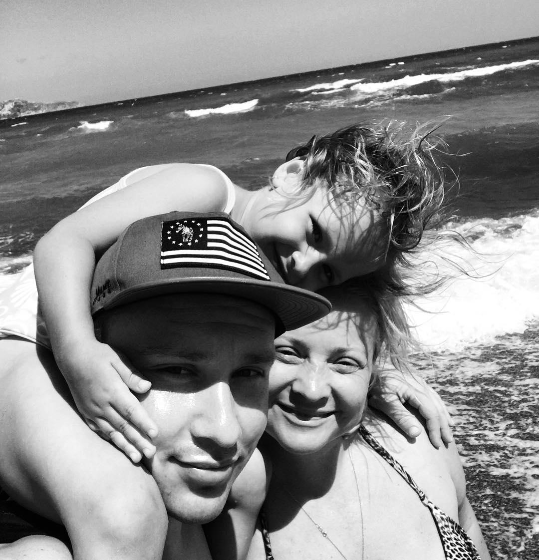 Светлана Пермякова хочет обвенчаться с 26-летним отцом своей дочери, несмотря на запрет свекрови