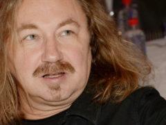 Игорь Николаев и Иван Ургант сняли смешную пародию на популярный хит «Розовое вино»