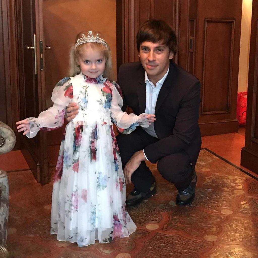 Необычное домашнее фото постройневшей Пугачевой с детьми поразило фанатов до глубины души