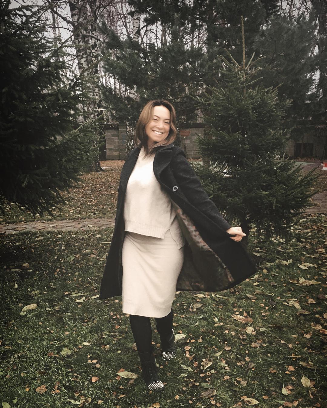 После многолетнего перерыва сестра Жанны Фриске вернулась к поклонникам с новой песней