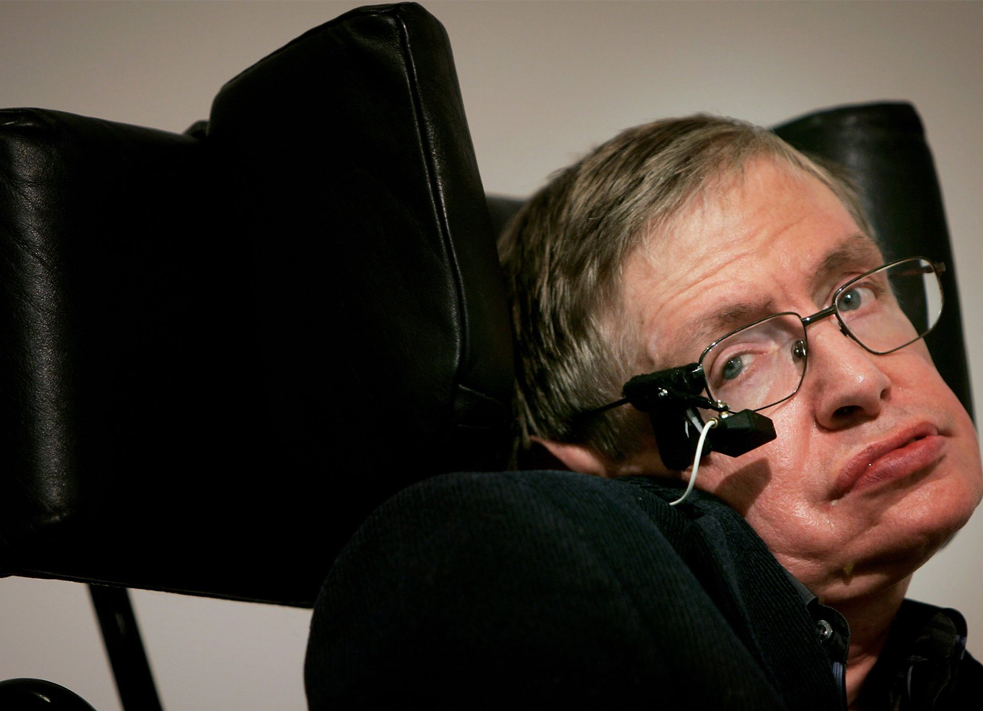 a biography of stephen hawking an english physicist