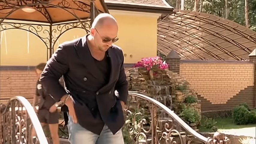 Уволенный Дмитрий Нагиев погряз в долгах из-за покупки дорогостоящего особняка