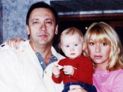 Дочь Алены Апиной, рожденная от суррогатной матери, мечтает о своей семье и идеальном мужчине