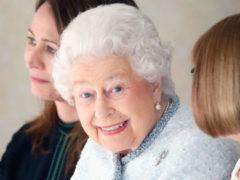 Появление Елизаветы II в сверкающем наряде на модном показе стало полной неожиданностью для всех