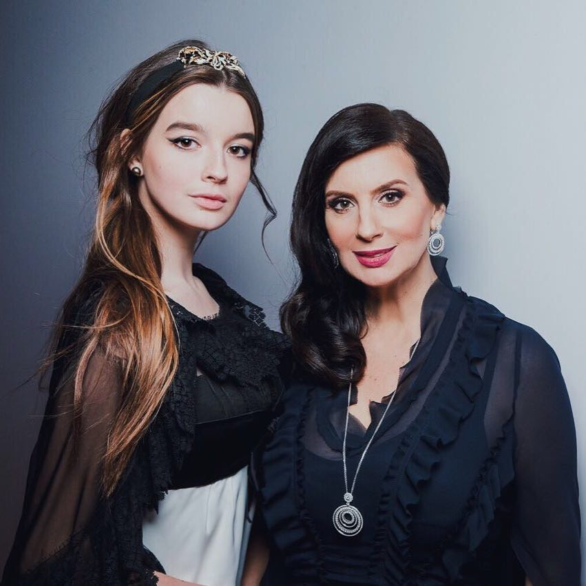 Младшая дочь Екатерины Стриженовой показала возлюбленного, с которым познакомилась в 14 лет