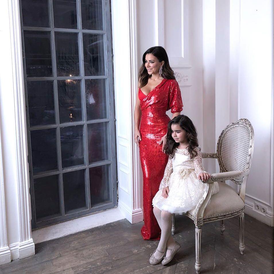 Дочь Ани Лорак позирует для журнала: очаровательная крошка растет точной копией мамы