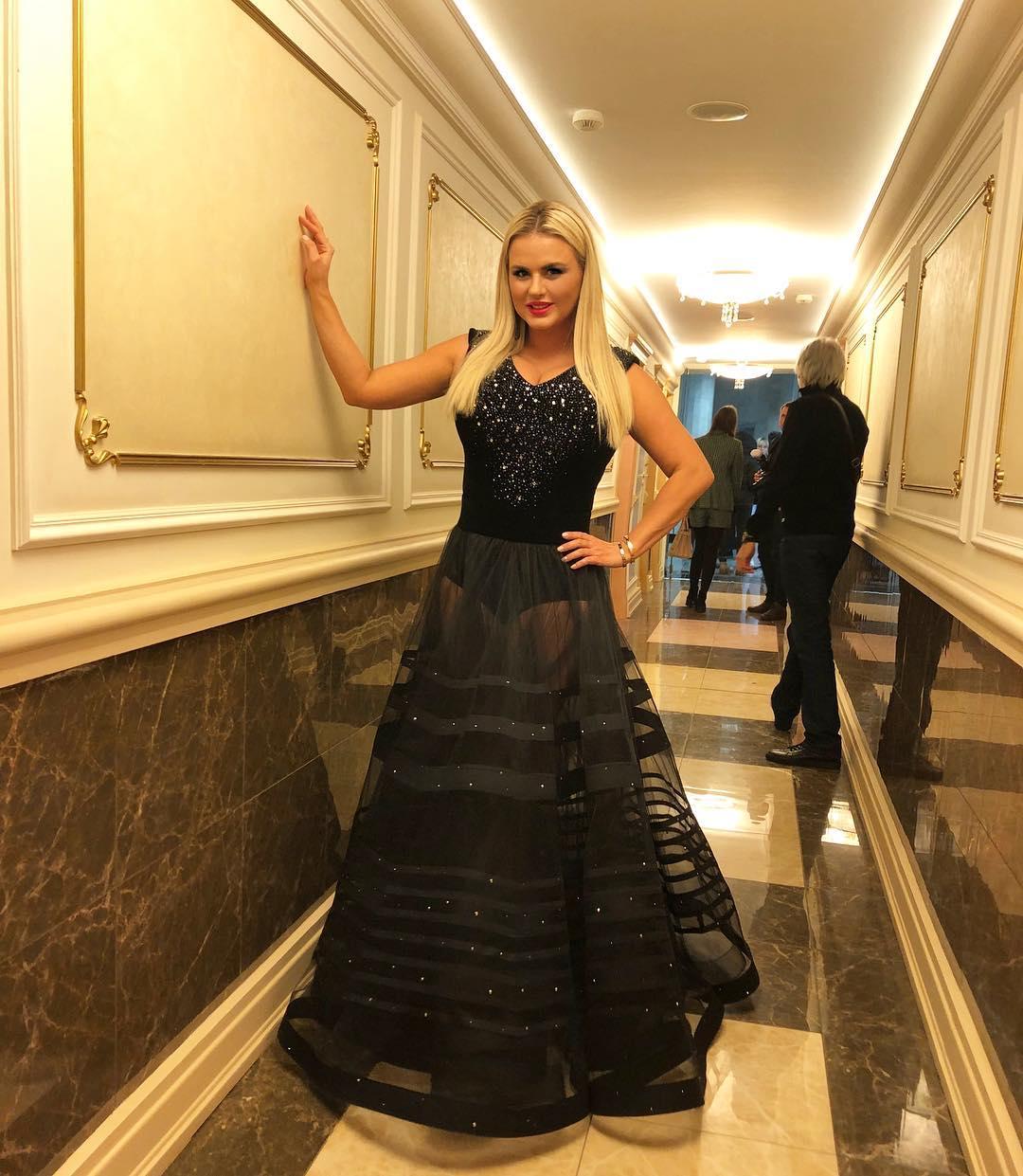 """""""Это уже перебор"""": Анна Семенович не постеснялась выйти на сцену Кремлевского дворца в одних трусах"""