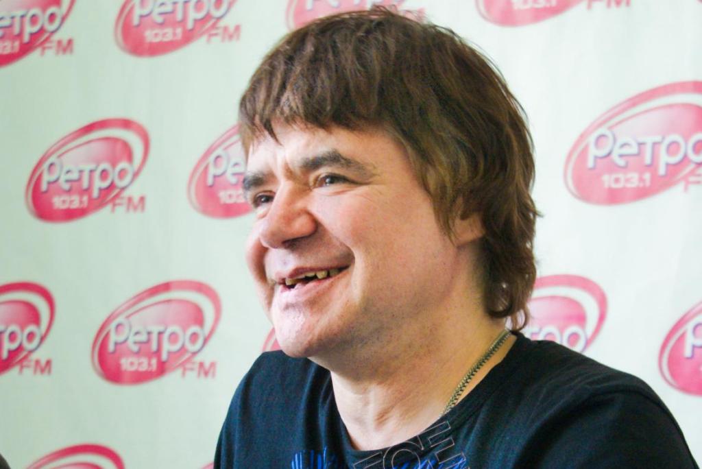 Успешный певец Евгений Осин ищет хозяйственную женщину, которую согласен носить на руках