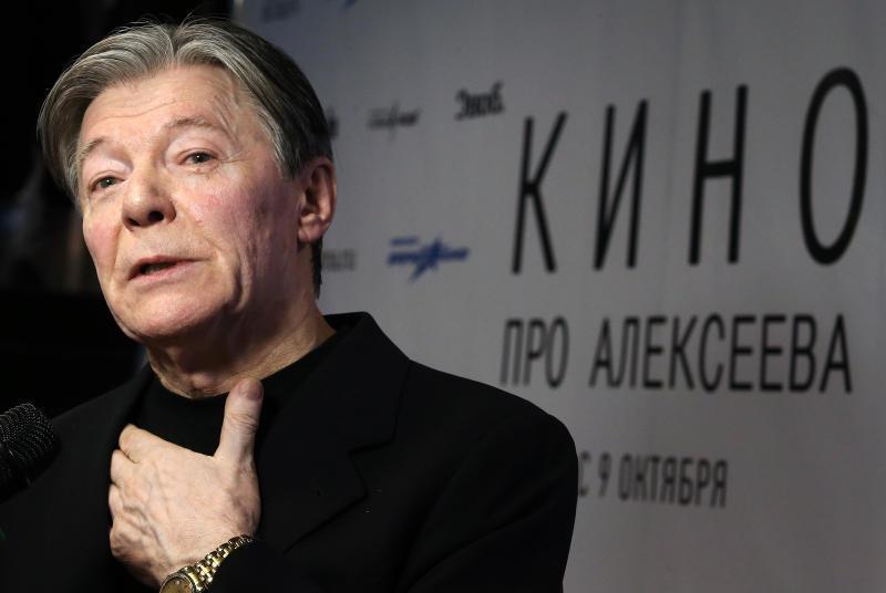 Александр Збруев обеспокоен психическим состоянием дочери, так и не оправившейся после личной травмы