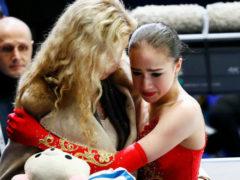 Горечь поражения: Алина Загитова трижды упала во время произвольной программы, оставшись без медали
