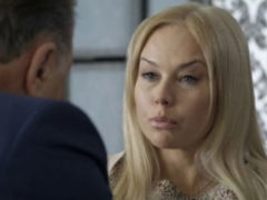 Елена Корикова выпрашивает крупные суммы у пожилых любовников и донашивает чужие вещи