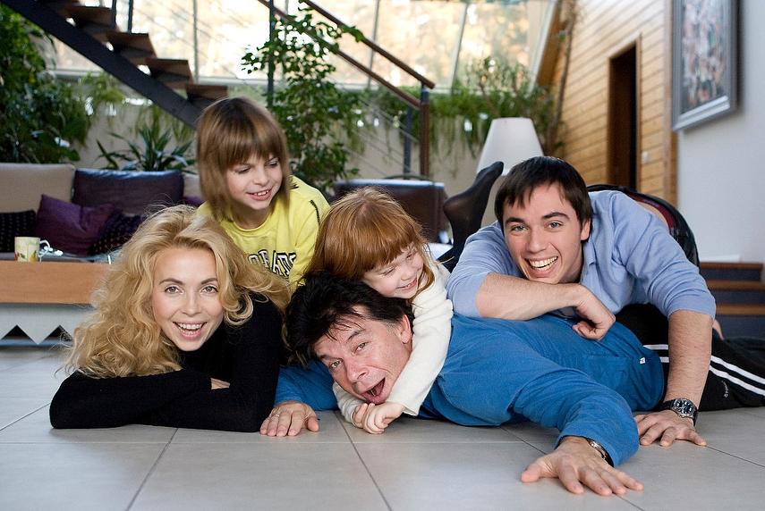 олег газманов его семья фото красивый зеленый кустик