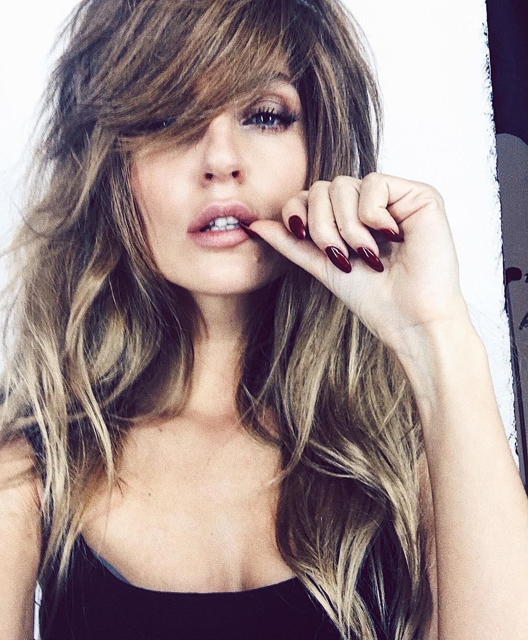 """""""Почти что Джоли"""": смена стрижки сделала Сашу Савельеву похожей на звезду Голливуда"""
