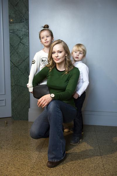 Поклонники в восхищении: Александрова, Пересильд и Боярская вышли в свет с подросшими детьми