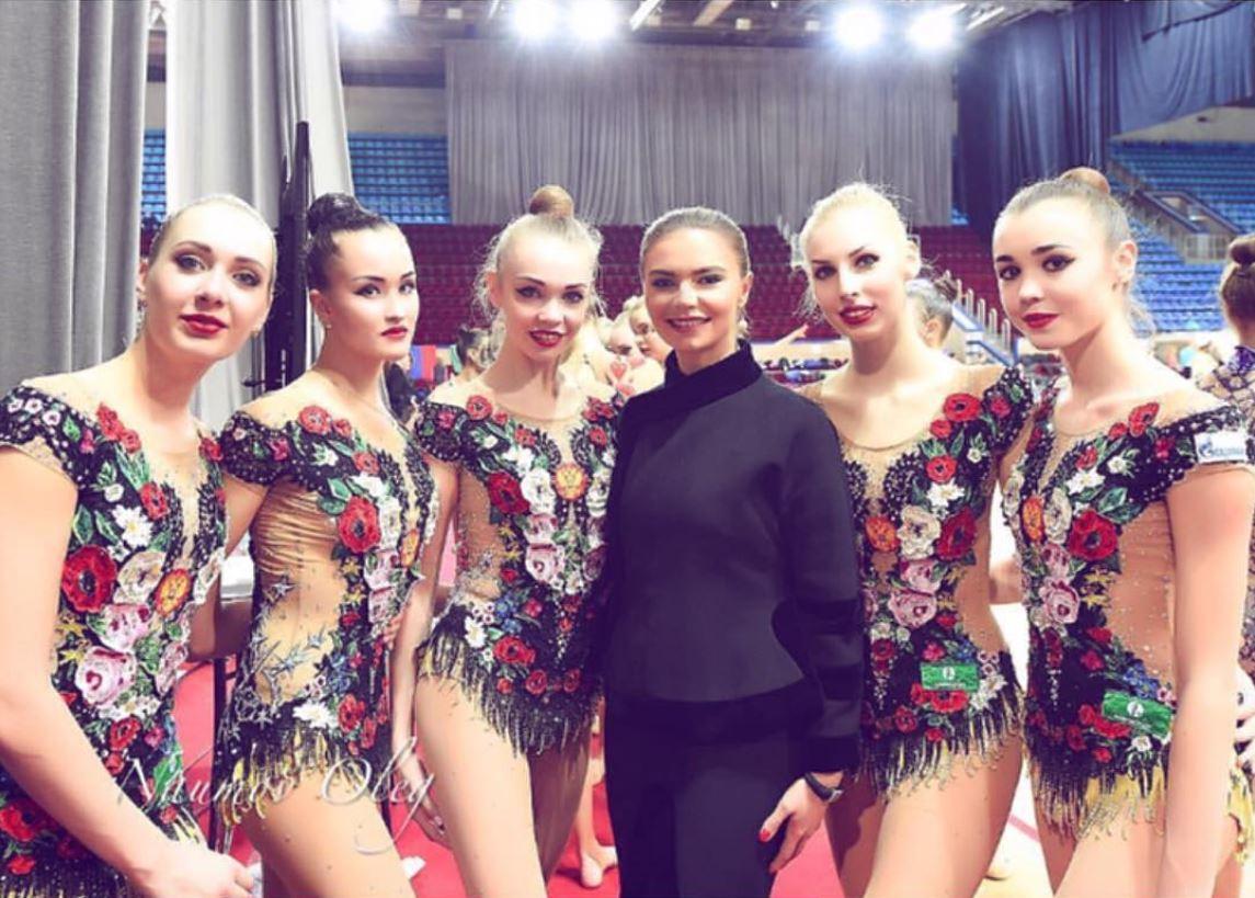 """""""Располнела так, что не узнать"""": поклонники бурно обсуждают новое появление в свете Алины Кабаевой"""