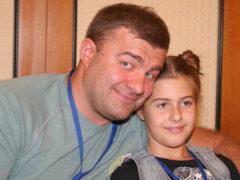 Подросшая дочь известного патриота Михаила Пореченкова бросила театральный ВУЗ и покинула Россию