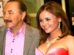 Проскурякова рассказала, что модно и со вкусом одеваться ей мешает только грудь большого размера