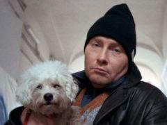 «Синий» хит Киркорова с нецензурной бранью и пьющими подростками имеет бешеный успех в сети