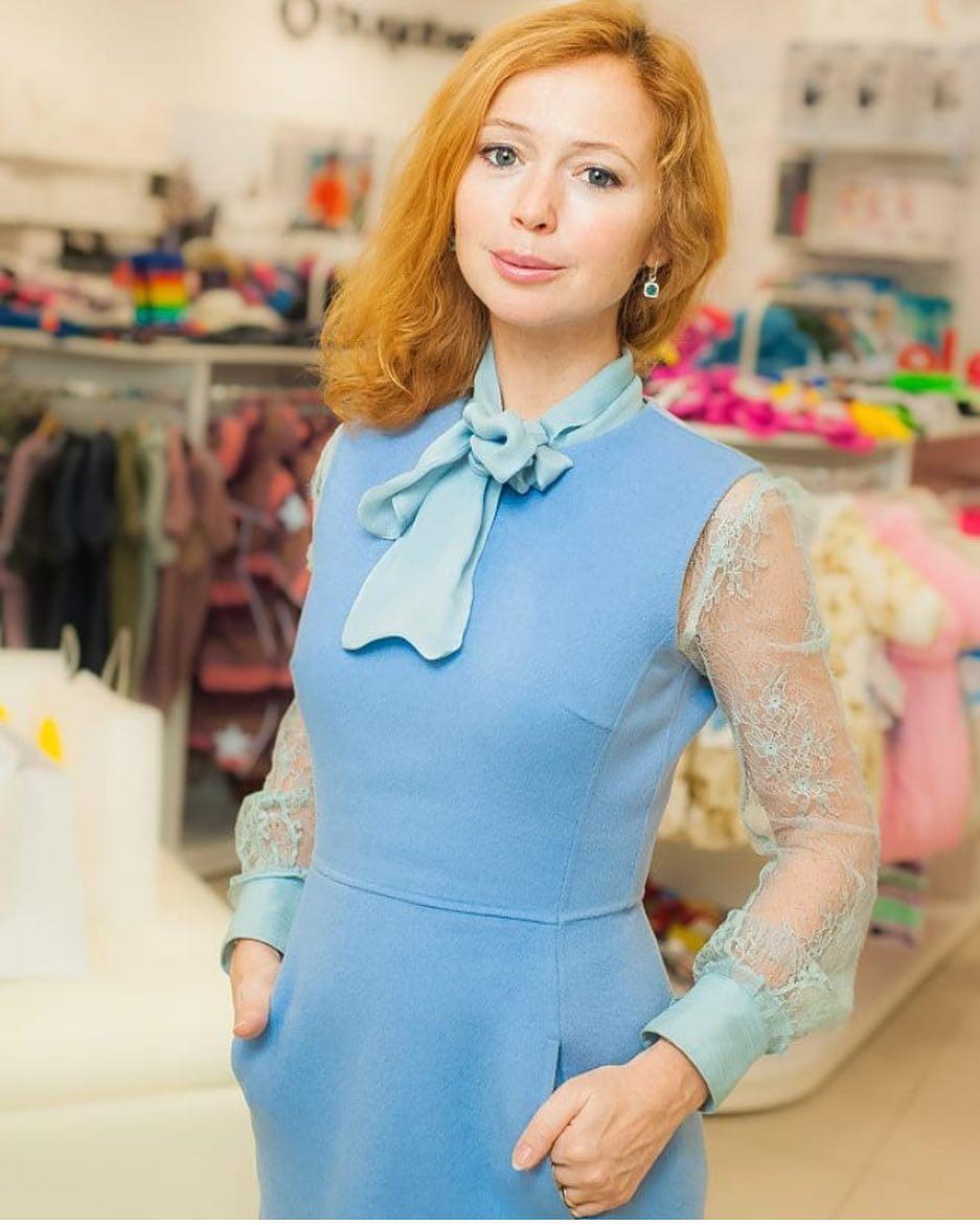 После второй беременности Елена Захарова изменилась настолько, что стала похожа на Людмилу Гурченко
