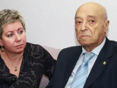 Супруга 95-летнего Этуша рассказала о состоянии артиста, разместив в сети странный снимок