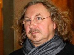 Заметно округлившуюся супругу Игоря Николаева поздравляют со второй беременностью