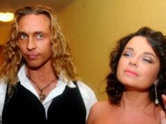 Пока Тарзан вещает о тяге к другим женщинам, Наташа Королева танцует стриптиз для Ивана Урганта