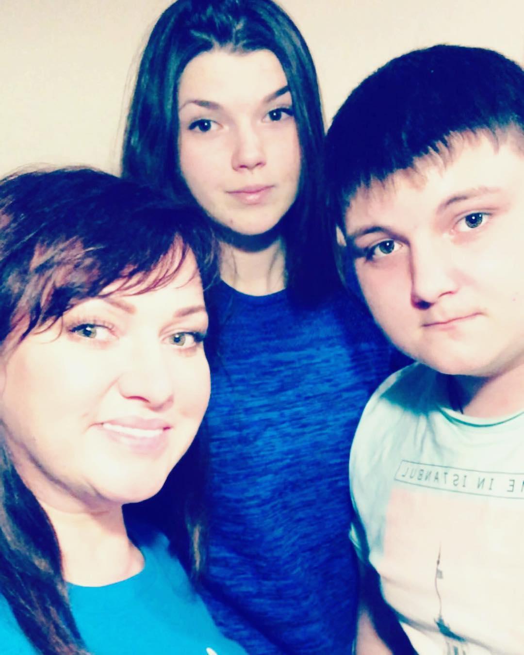 Редкие кадры: Ольга Картункова впервые за долгое время решилась показать заметно подросших детей