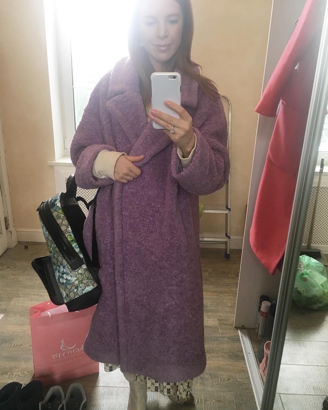 Поклонники безжалостно высмеяли новый наряд Подольской, заодно осудив ее за беспорядок в доме