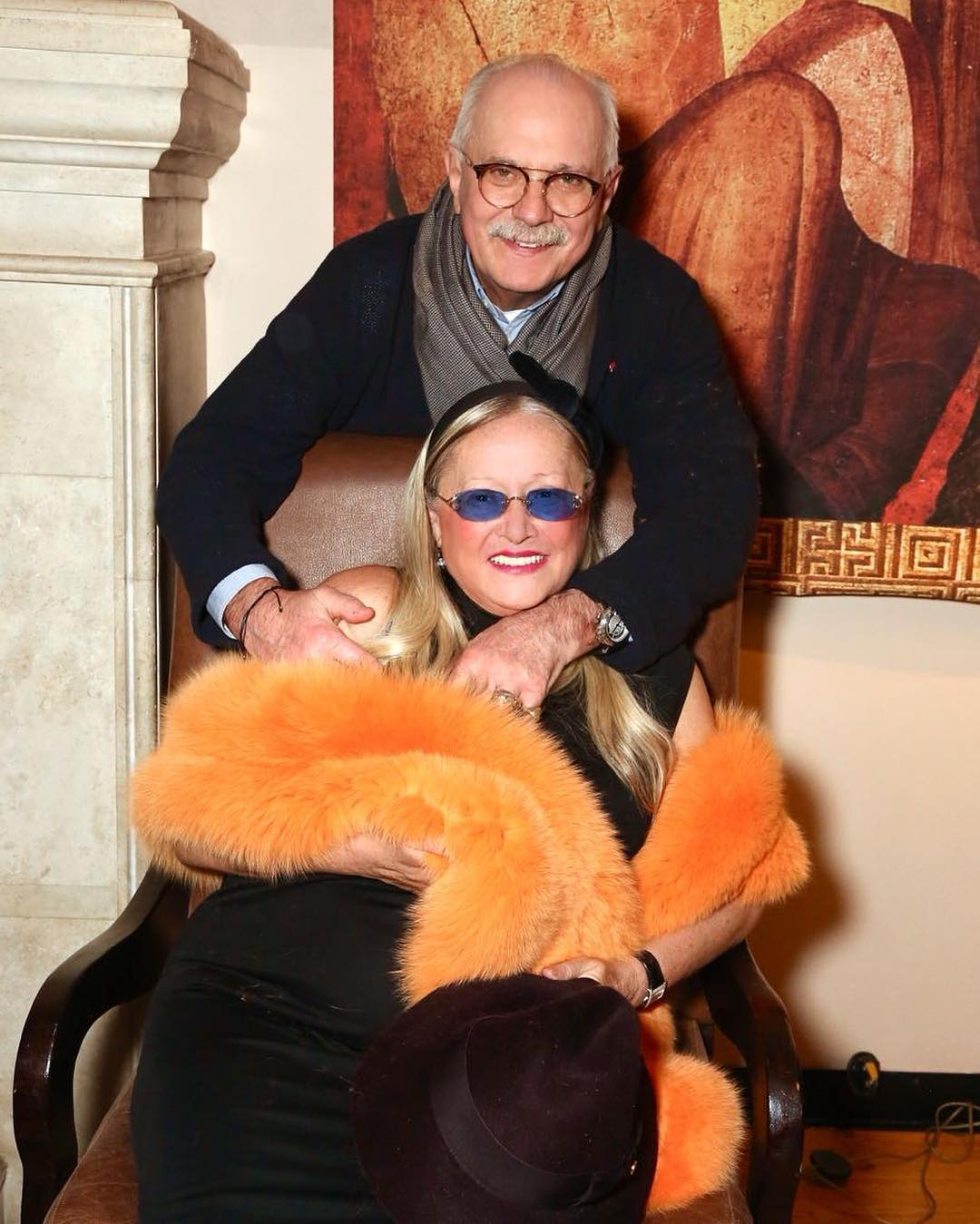 На светской вечеринке жена Михалкова выглядела привлекательнее младшей дочери