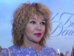«Формула любви»: 55-летняя актриса Елена Валюшкина променяла одного молодого любовника на другого