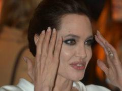 После циничного поступка Анджелины Джоли приемный сын умоляет Бреда Питта забрать его к себе