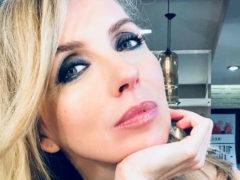 Светлана Бондарчук показала, как обкалывает лицо иголками ради сохранения молодости и красоты