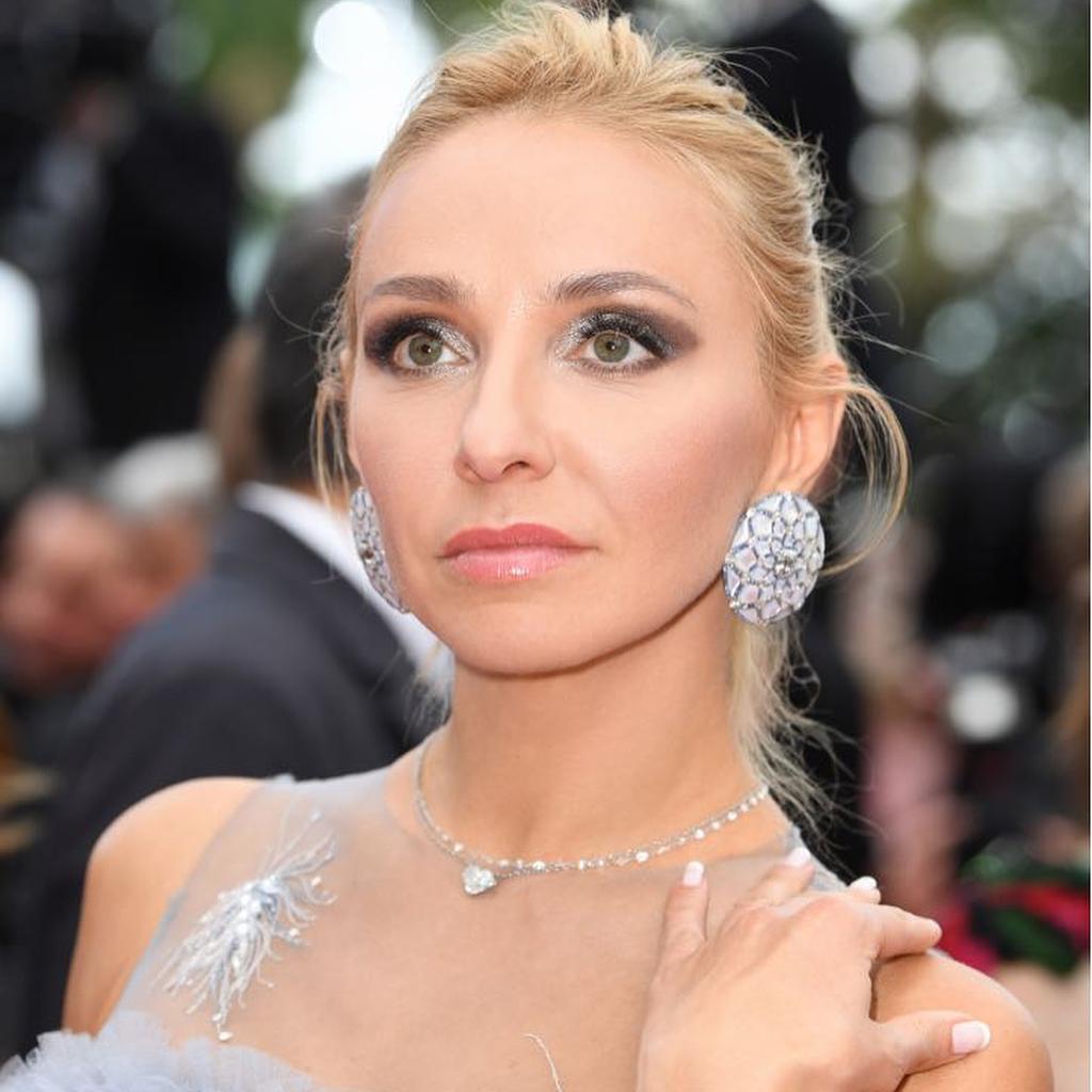 Татьяна Навка в платье с непозволительно глубоким декольте затмила красотой саму Викторию Боню