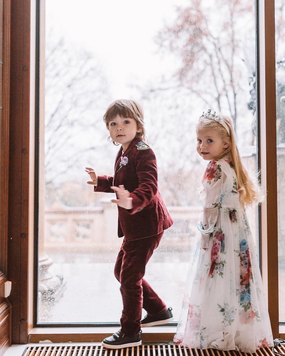 Многим пример: близнецы Гарри и Лиза Галкины одним своим видом едва не довели россиян до слез