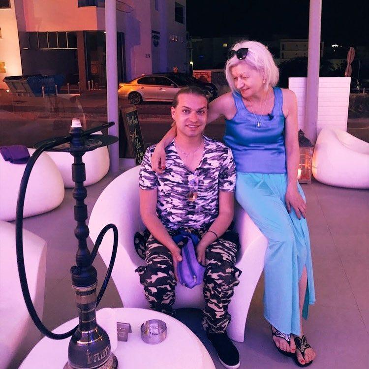 """""""Хорошая фигура"""": Гоген Солнцев не может налюбоваться на свою 72-летнюю супругу в купальнике"""