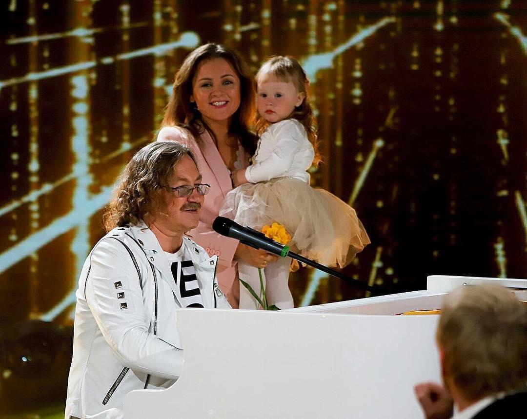 Двухлетняя дочь Игоря Николаева произвела настоящий фурор, появившись впервые на телевидении
