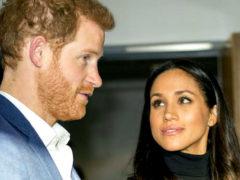 Ежедневно после свадьбы королева Елизавета II продолжает прилюдно унижать избранницу принца Гарри